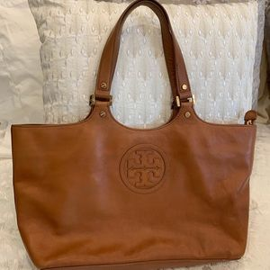 Tory Burch tote/shoulder bag. In good condition.